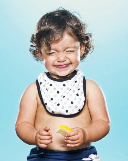 Съесть лимон и не поморщиться? Интересные фото детей - №1