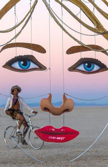 Волны креатива в красивых фото с фестиваля Burning Man - №22