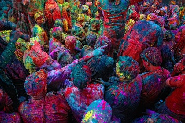 Новости в фотографиях - Фестиваль красок Холи - №5