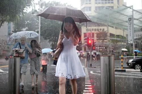 Люди под дождем - красиво и актуально для осенних фото - №6