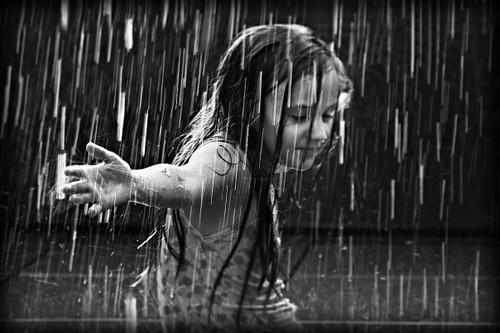 Люди под дождем - красиво и актуально для осенних фото - №13