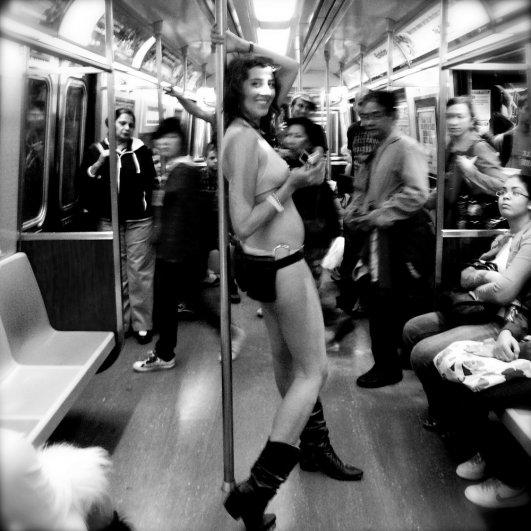 Новости в фотографиях - Кипящая жизнь в общественном транспорте - №1