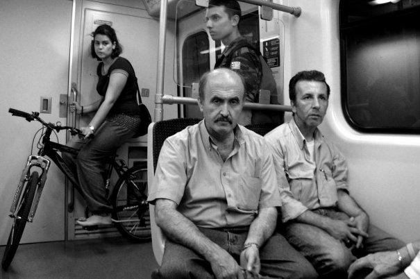 Новости в фотографиях - Кипящая жизнь в общественном транспорте - №15