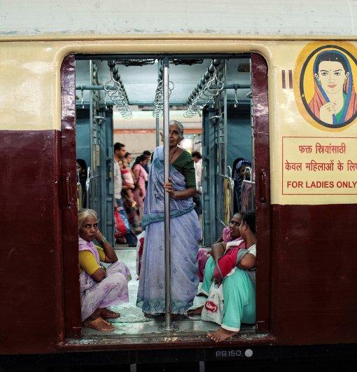 Новости в фотографиях - Кипящая жизнь в общественном транспорте - №16