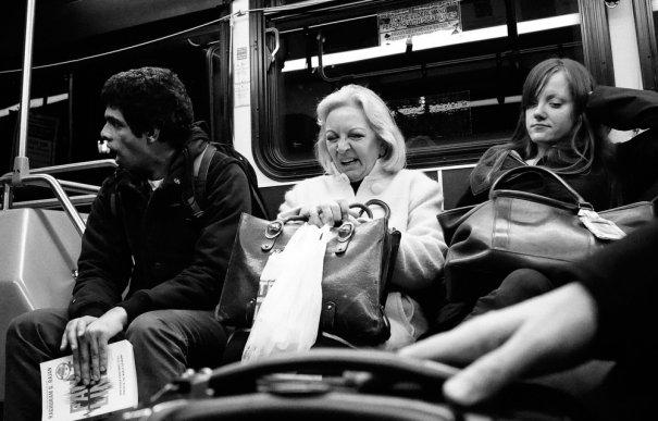 Новости в фотографиях - Кипящая жизнь в общественном транспорте - №22