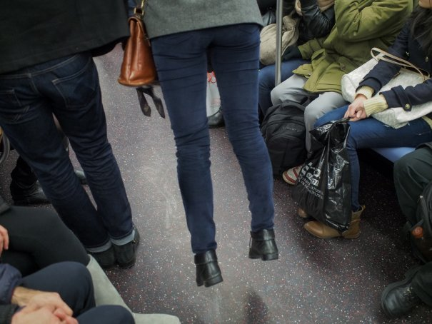 Новости в фотографиях - Кипящая жизнь в общественном транспорте - №24