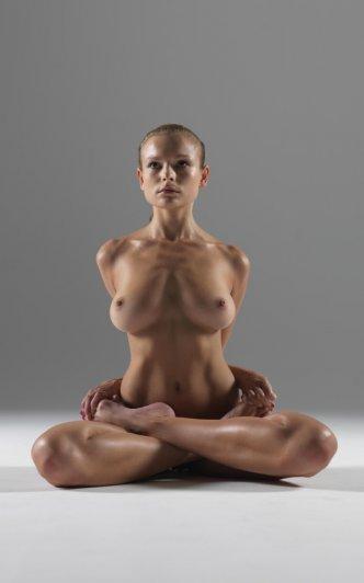 Релаксирующая йога в жанре Ню - №16