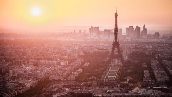 Знаменитая Эйфелева башня (Eiffel tower) - красивые фото - №1