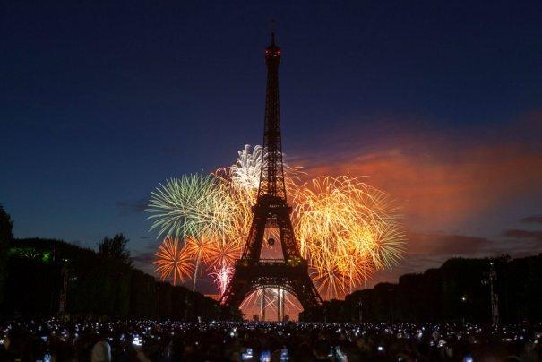 Знаменитая Эйфелева башня (Eiffel tower) - красивые фото - №5