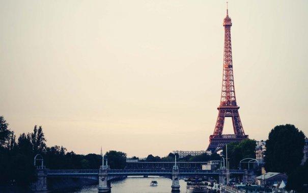 Знаменитая Эйфелева башня (Eiffel tower) - красивые фото - №14