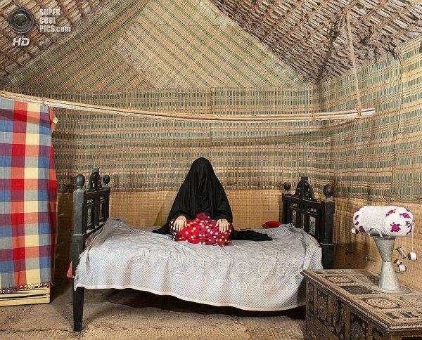 Интересные фотографии женских спален из проекта «Зеркала и Окна» - №3