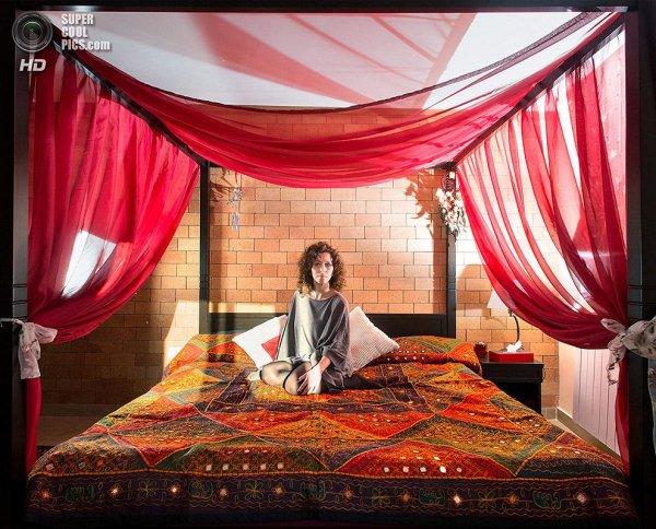 Интересные фотографии женских спален из проекта «Зеркала и Окна» - №4