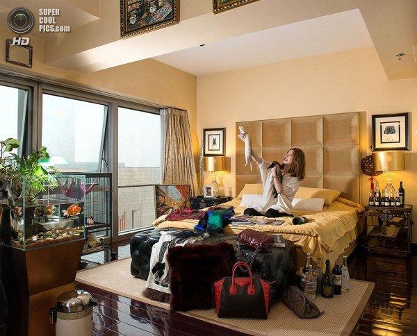 Интересные фотографии женских спален из проекта «Зеркала и Окна» - №6