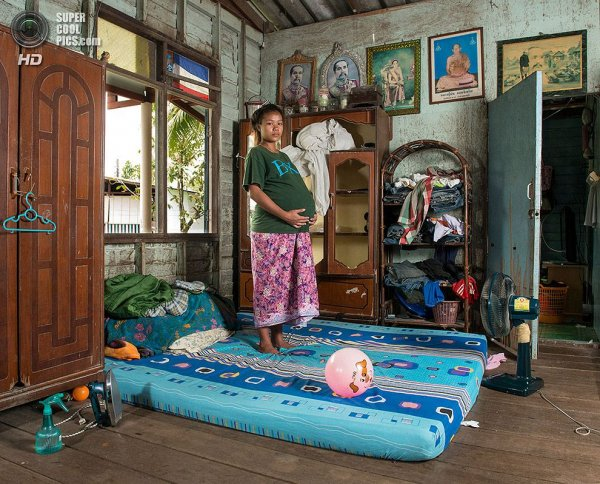 Интересные фотографии женских спален из проекта «Зеркала и Окна» - №7