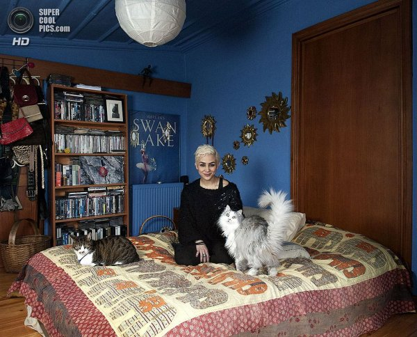 Интересные фотографии женских спален из проекта «Зеркала и Окна» - №9