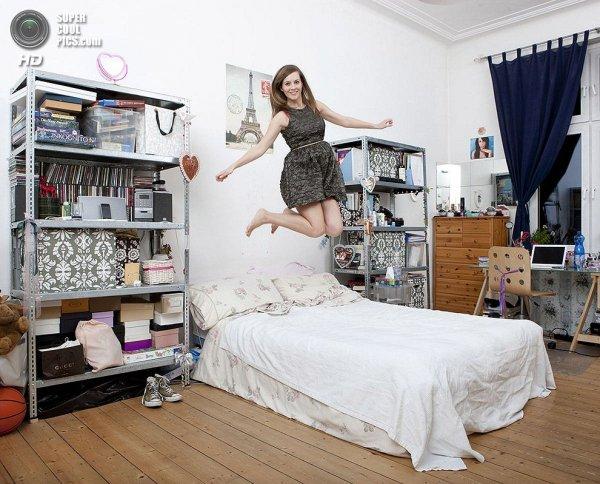 Интересные фотографии женских спален из проекта «Зеркала и Окна» - №10