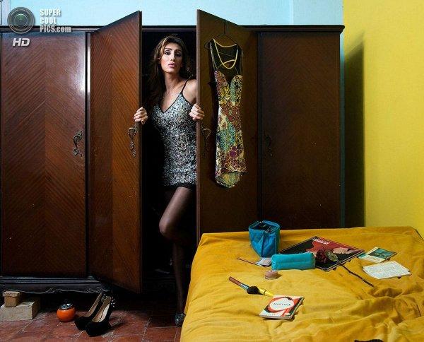 Интересные фотографии женских спален из проекта «Зеркала и Окна» - №13