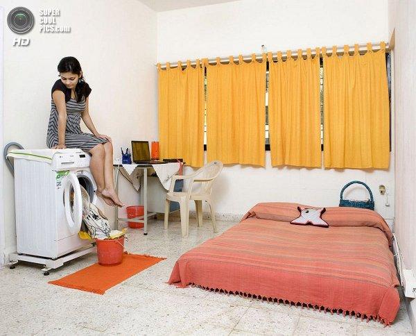 Интересные фотографии женских спален из проекта «Зеркала и Окна» - №15