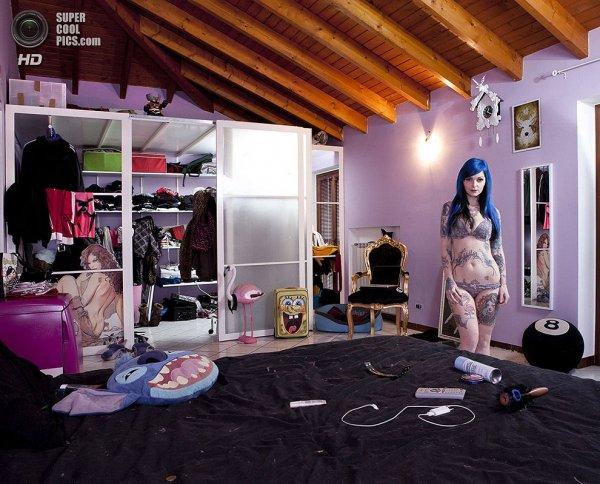 Интересные фотографии женских спален из проекта «Зеркала и Окна» - №16