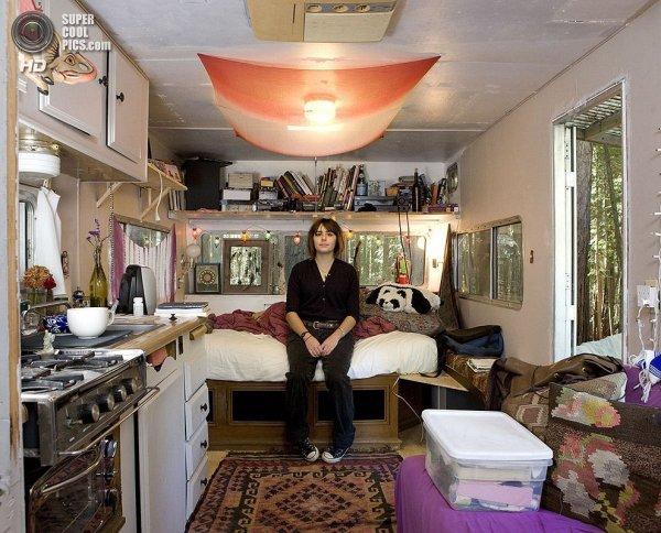 Интересные фотографии женских спален из проекта «Зеркала и Окна» - №17