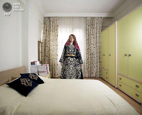 Интересные фотографии женских спален из проекта «Зеркала и Окна» - №19