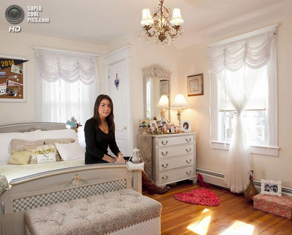 Интересные фотографии женских спален из проекта «Зеркала и Окна» - №21