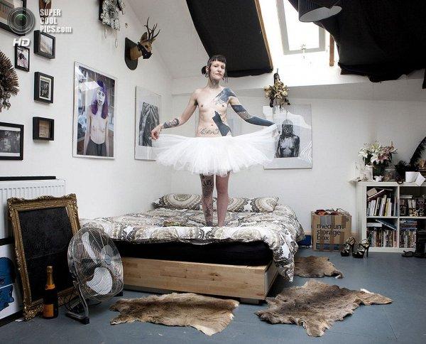 Интересные фотографии женских спален из проекта «Зеркала и Окна» - №22
