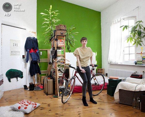 Интересные фотографии женских спален из проекта «Зеркала и Окна» - №26