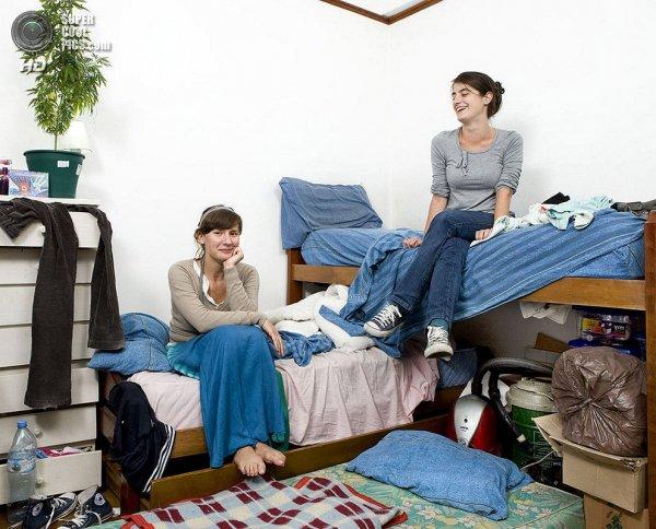 Интересные фотографии женских спален из проекта «Зеркала и Окна» - №27