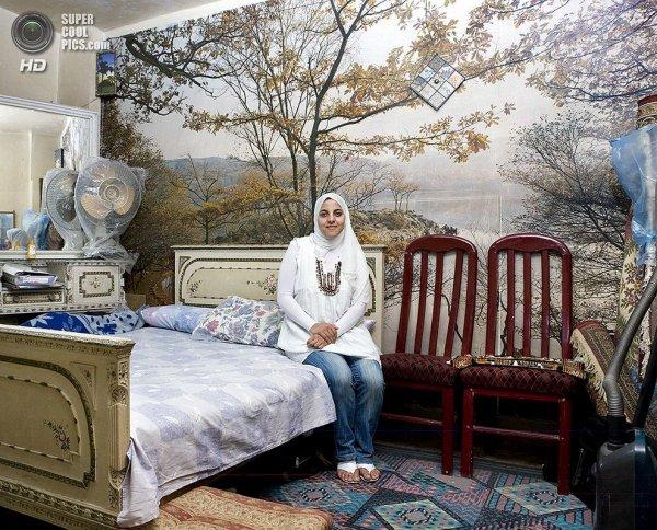 Интересные фотографии женских спален из проекта «Зеркала и Окна» - №28