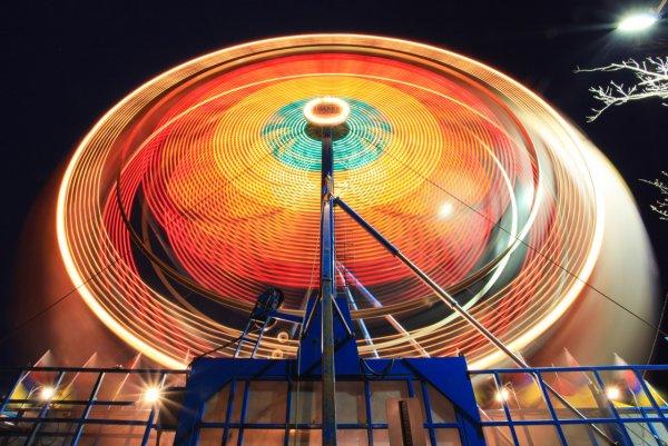 Яркие фото динамичного колеса обозрения - №2
