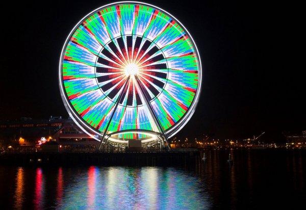 Яркие фото динамичного колеса обозрения - №3