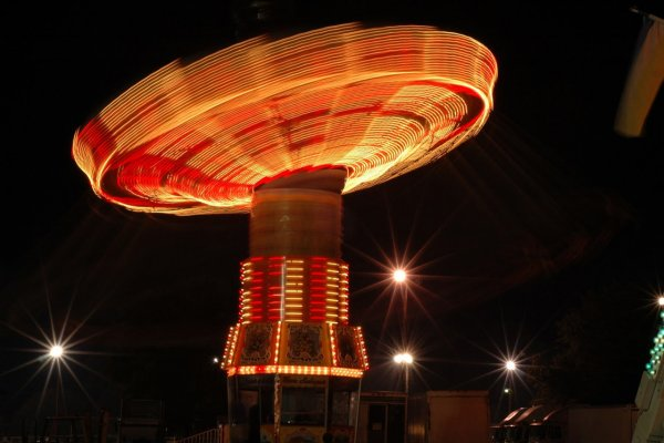 Яркие фото динамичного колеса обозрения - №4