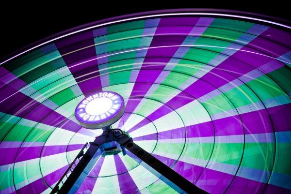 Яркие фото динамичного колеса обозрения - №5
