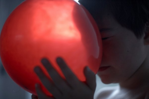 Фото история о мальчике-аутисте - №1