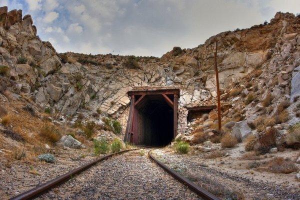 Интересные фото заброшенной старинной железной дороги - №1
