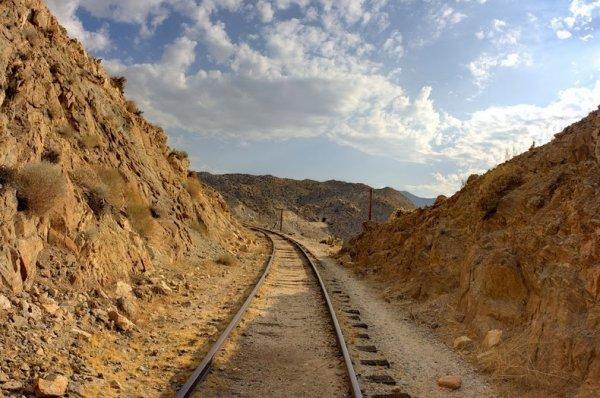 Интересные фото заброшенной старинной железной дороги - №2