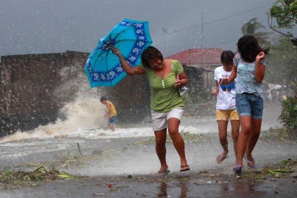 Новости в фотографиях - Тайфун Хаян унес жизни более 10 тысяч человек - №2