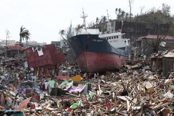 Новости в фотографиях - Тайфун Хаян унес жизни более 10 тысяч человек - №3