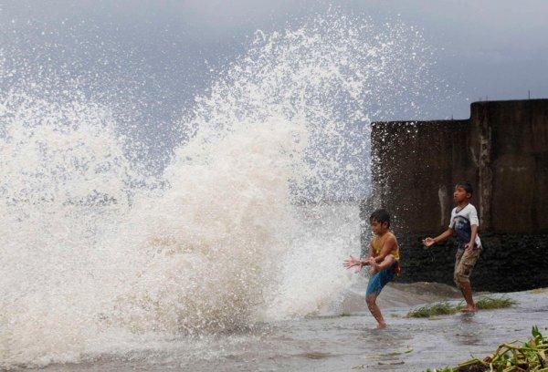 Новости в фотографиях - Тайфун Хаян унес жизни более 10 тысяч человек - №6