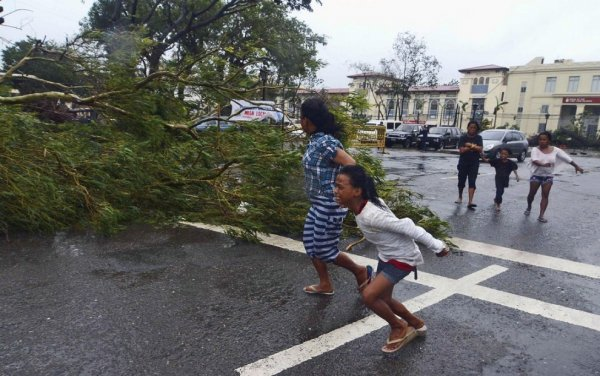 Новости в фотографиях - Тайфун Хаян унес жизни более 10 тысяч человек - №7