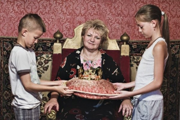Обратная сторона материнской любви в интересном фото проекте - №7
