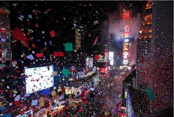 Празднование Нового Года - красивые фото из разных стран - №1