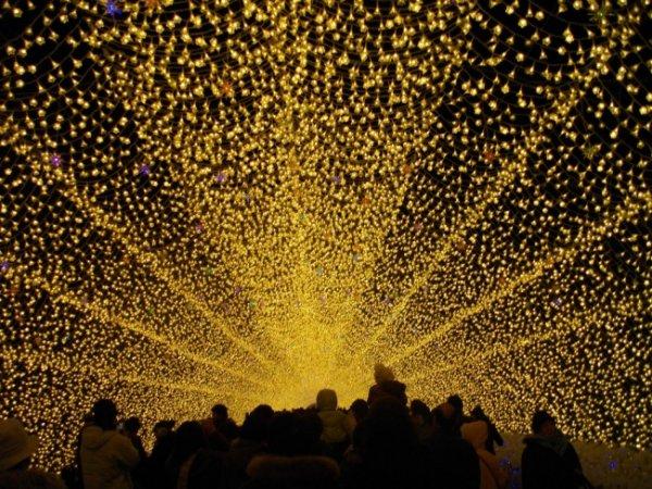Лучшие фото праздничных нарядных улиц со всего мира - №8
