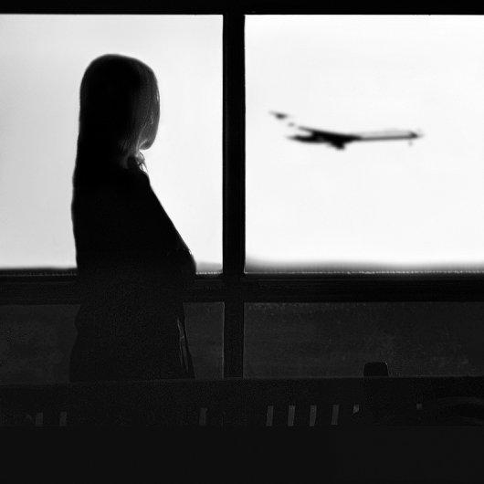Взгляд в окно - искусство черно-белых фото - №16