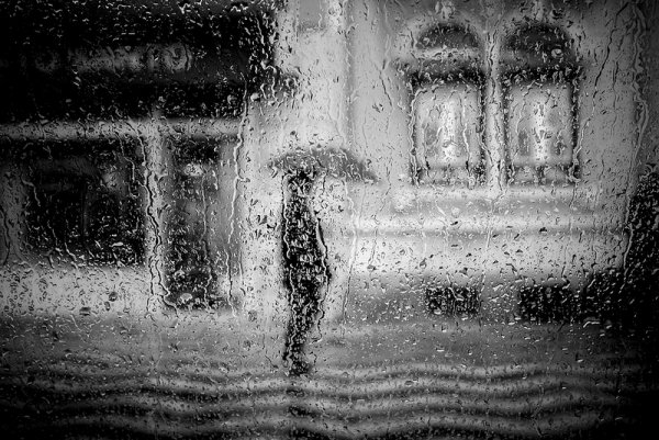 Взгляд в окно - искусство черно-белых фото - №28
