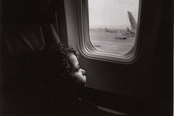 Взгляд в окно - искусство черно-белых фото - №36
