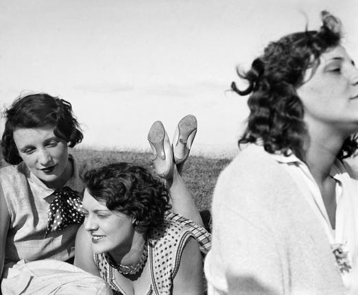 Жак-Анри Лартиг. Биби, Фредди и Марго, Экс-ле-Бен, июль 1928. © Ministère de la Culture-France/AAJHL