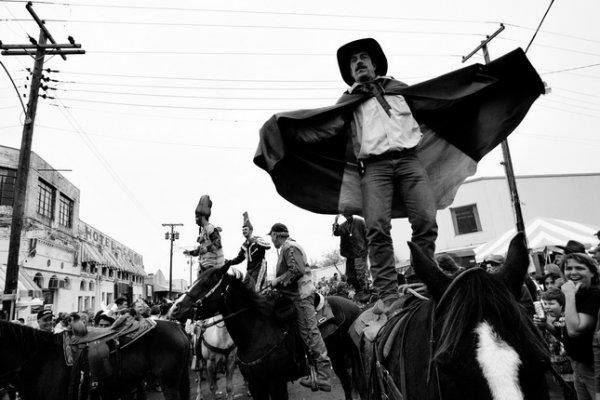 Лэнс Розенфилд. Скачки Марди Грас в Мамоу, Луизиана. 2005. Copyright: 2005