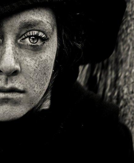 портрет в черно-белом